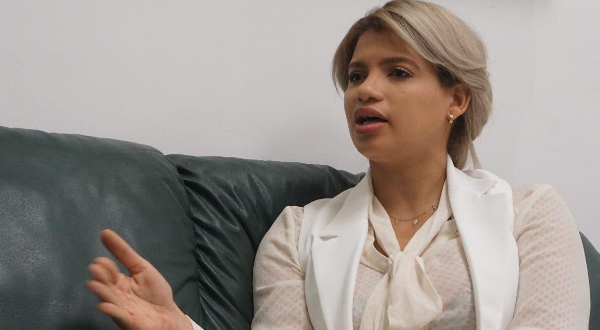 La ministra de la Juventud y Nuria Piera en disputa