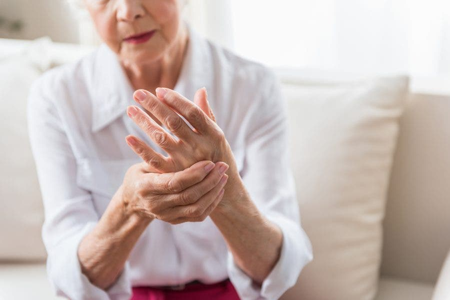 ¿Qué es la artritis reumatoide y qué síntomas provoca?