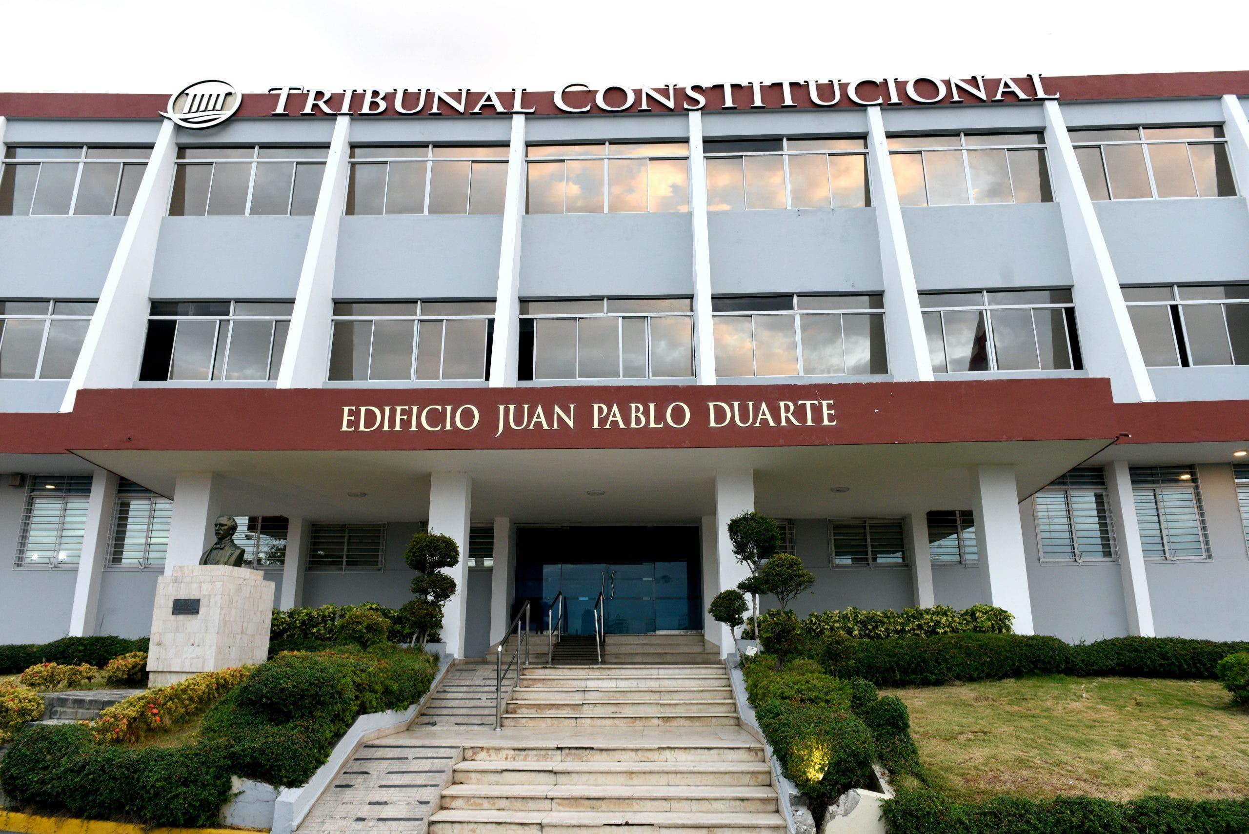 Tribunal Constitucional conoce y decide 13 expedientes sobre recursos de revisión