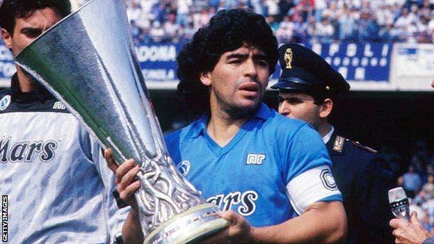 Muere Diego Maradona, el jugador de fútbol más grande de la historia