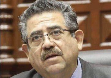 Martín Vizcarra  cae en Perú y jura Merino  como presidente