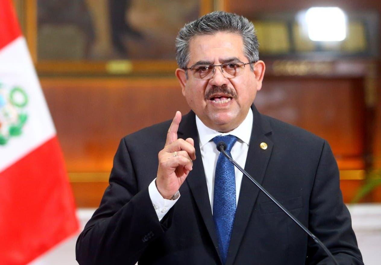 Presidente de Perú renuncia tras protestas con 2 muertos