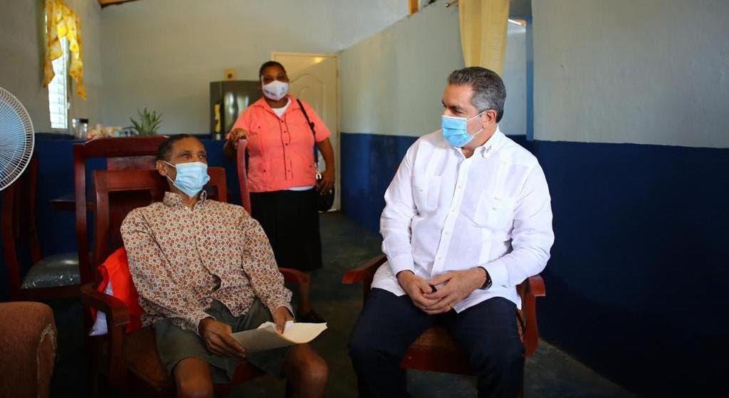 Gobierno entrega casa en Cuesta del Jobo de Yamasá a un obrero cañero no vidente