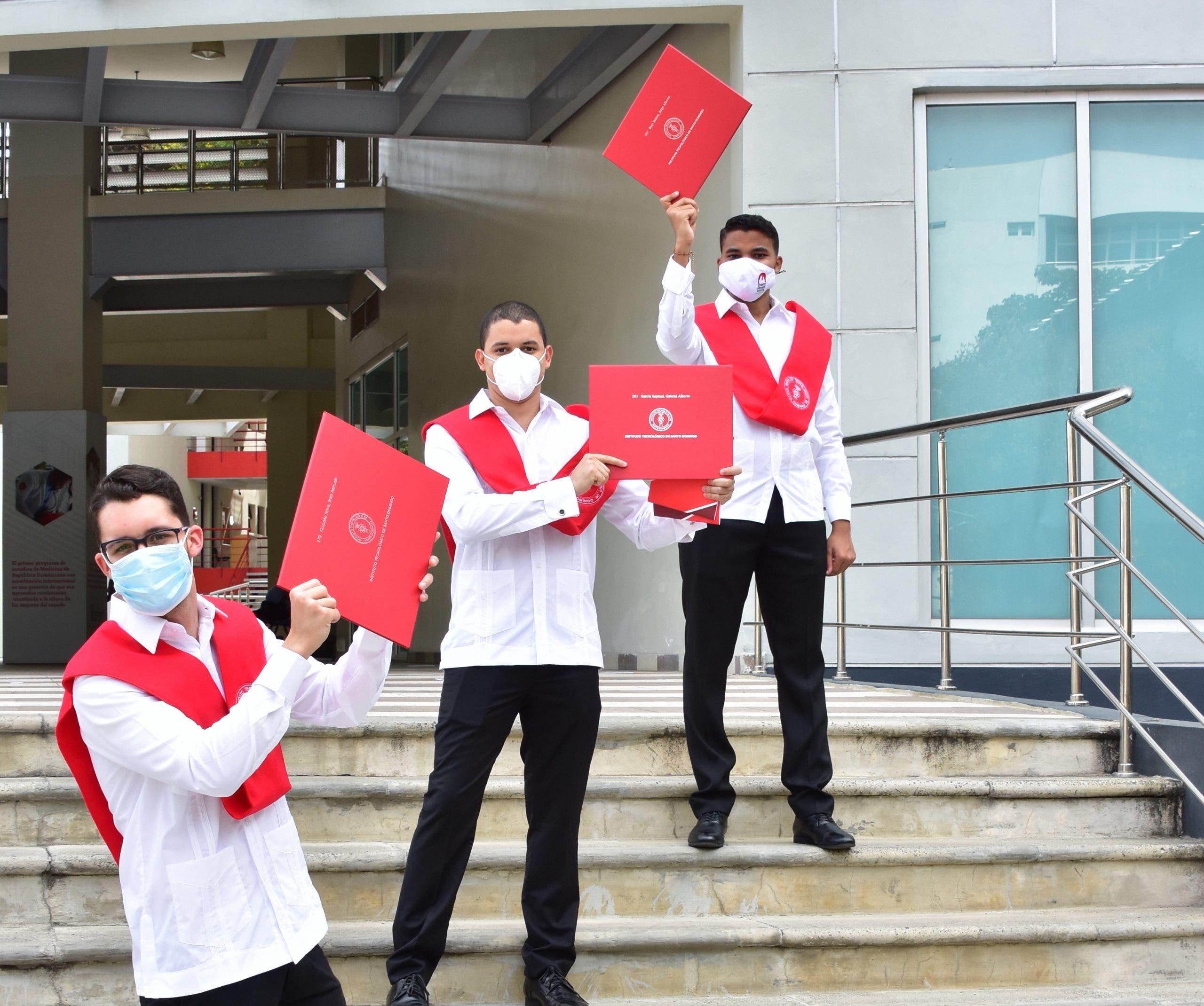 INTEC inviste 528 nuevos profesionales en su sexagésima primera graduación