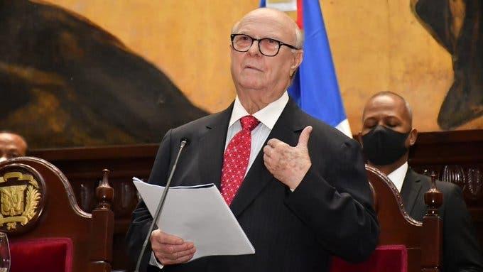 El Senado otorga reconocimiento a Hipólito Mejía