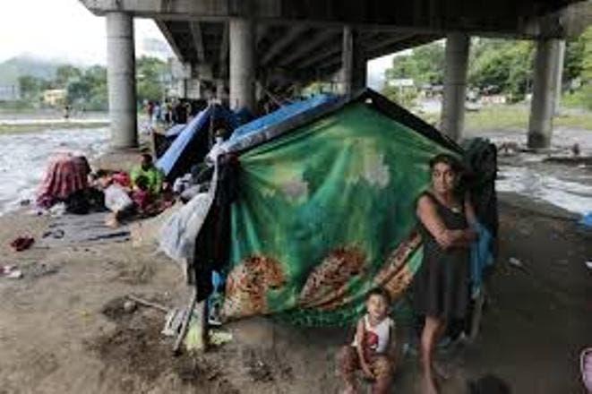 Honduras: Cientos de miles viven en albergues tras huracanes