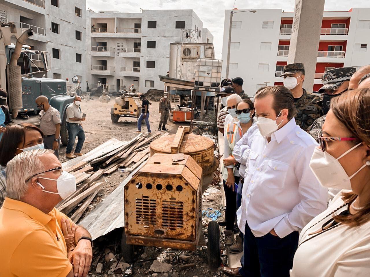 Ministro Paliza supervisa proyecto habitacional en San Juan