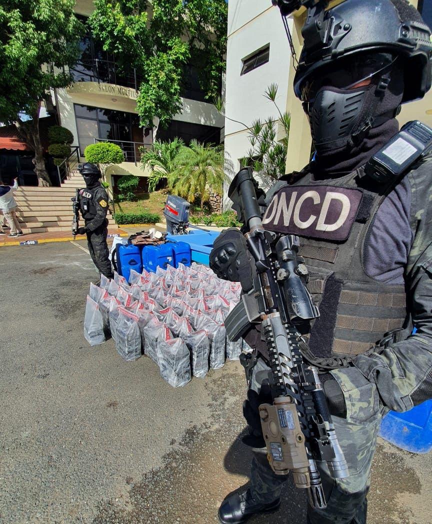 DNCD ocupa 362 paquetes de droga y apresa dos colombianos en Peravia