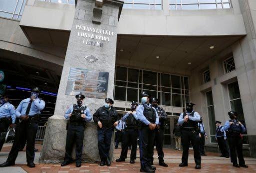 Filadelfia: arrestan a 2 hombres armados cerca de recuento