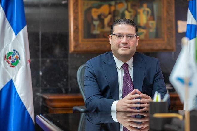 Aduanas y Philips Morris firman acuerdo para reducir comercio ilícito