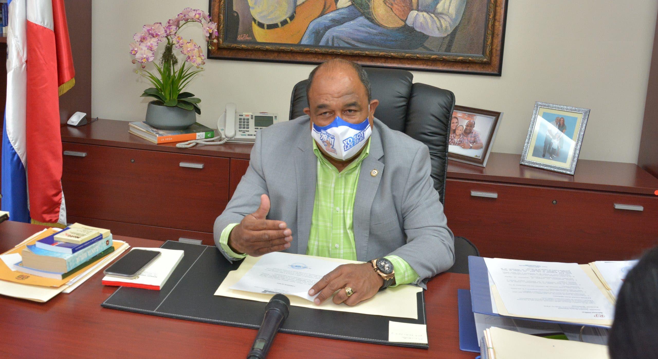 Senador pide Indrhi ayudar  Montecristi