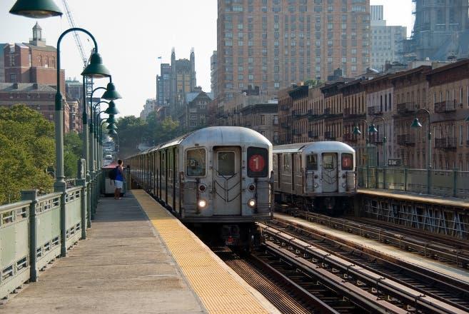 """Sindicato policía NYC dice pasajeros del Subway están """"a su suerte""""; miles dominicanos abordan trenes a diario"""