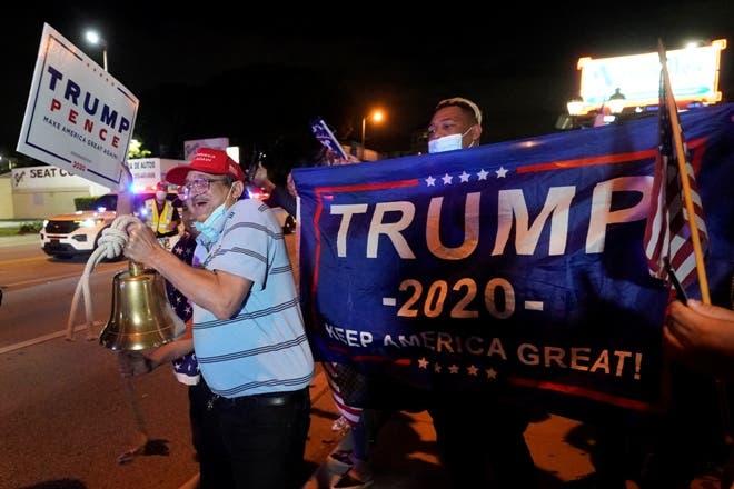 Seguidores de Trump piden parar conteo en Michigan y Arizona
