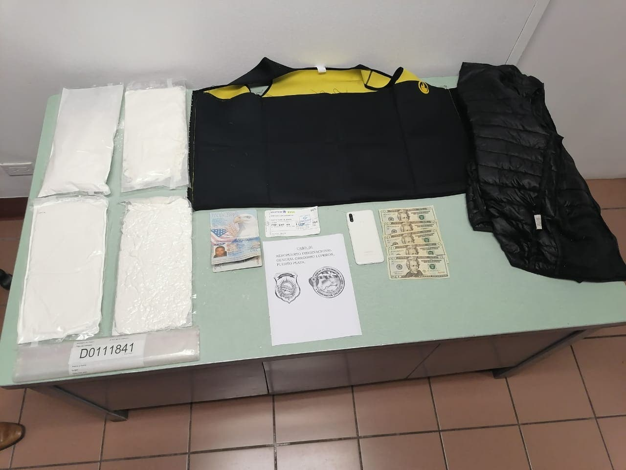 Detienen hombre tras ocuparle chaleco con láminas de cocaína en Puerto Plata
