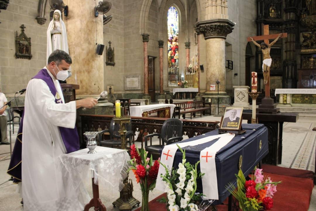 Así fue la despedida al padre Jorge Cela en la Habana, Cuba