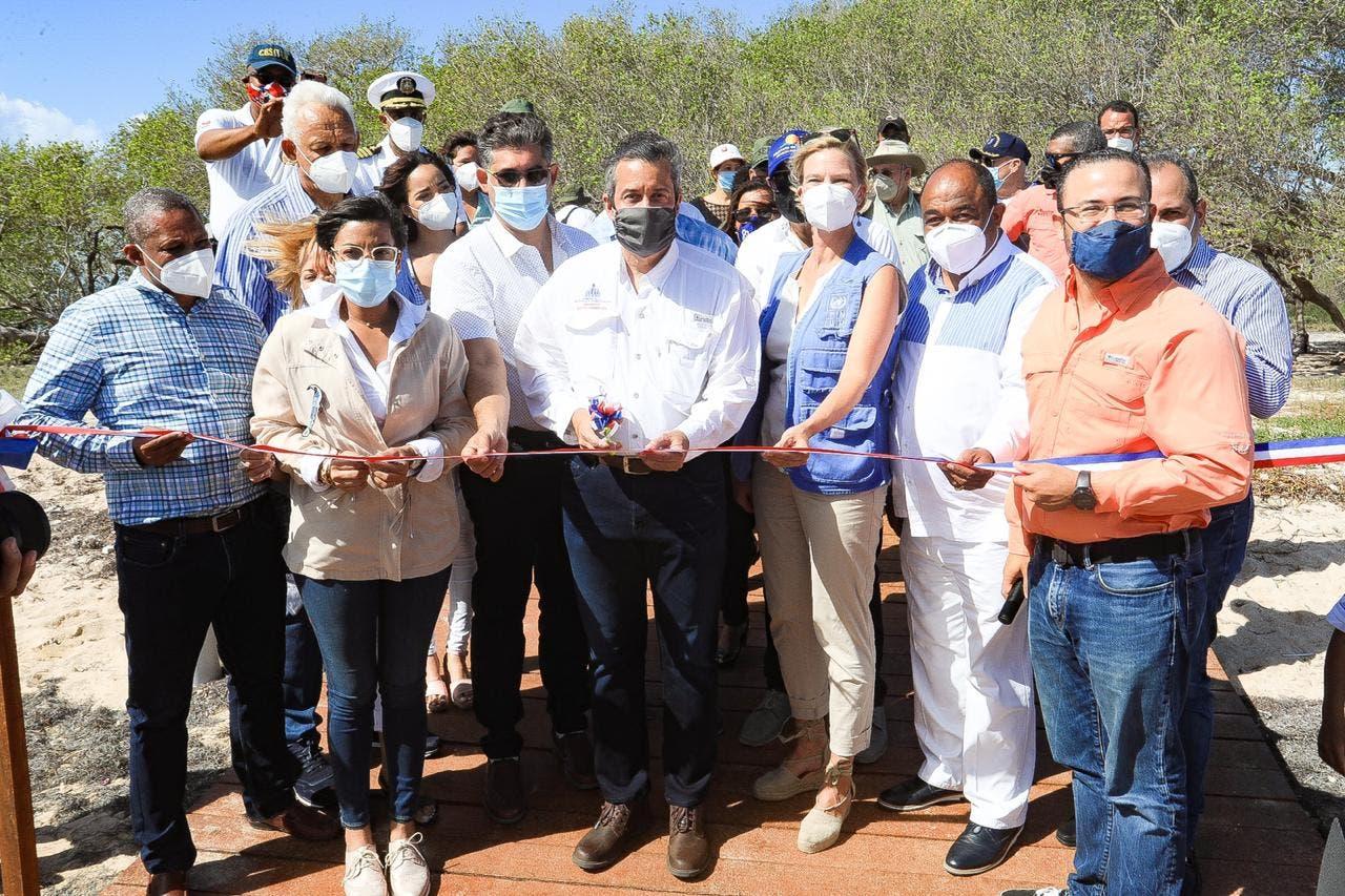 Inauguran nuevas infraestructuras ecoturísticas en áreas protegidas de Montecristi
