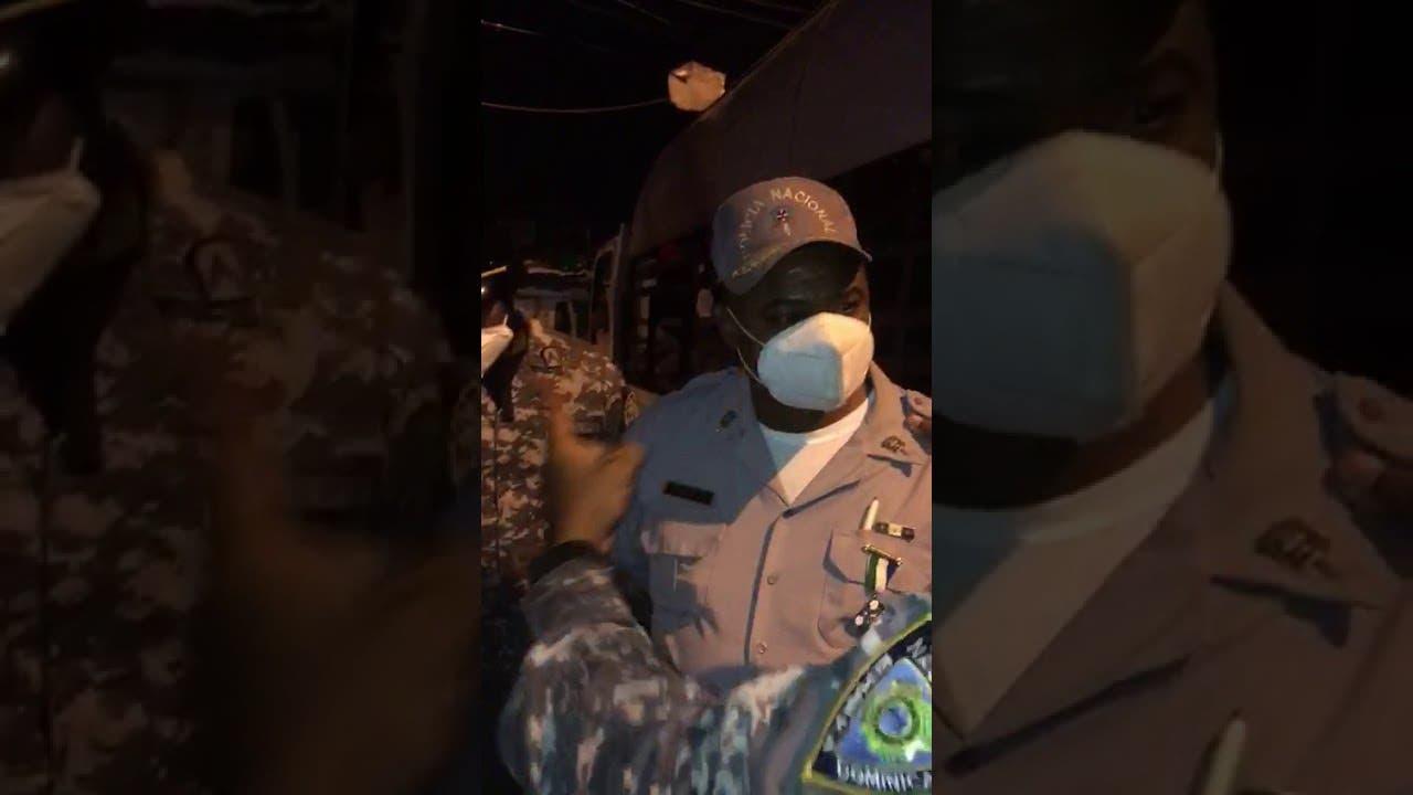 Diputada de la Fuerza del Pueblo sufre agresión por policías en pleno toque de queda