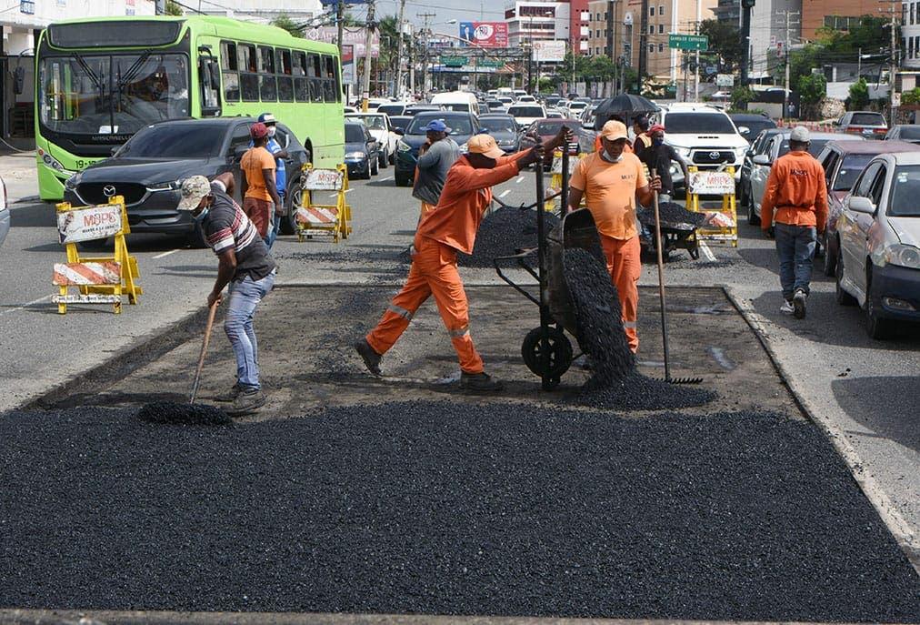 Obras Públicas repara la avenida 27 de Febrero desde la Isabel Aguiar hasta la Josefa Brea