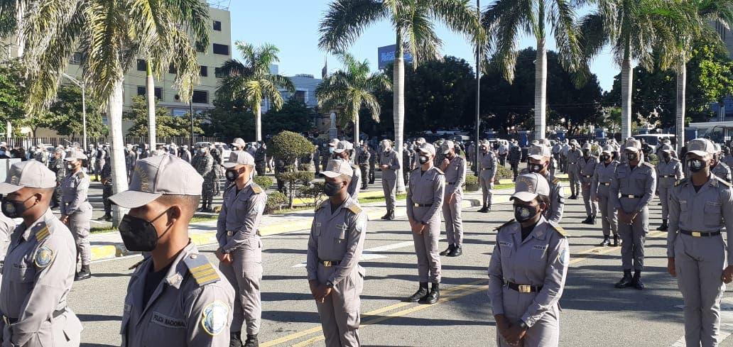 Director Policía llama agentes a actuar de «forma cortés y apropiada» durante operativos navideños