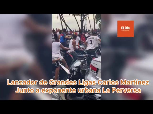 El Grandes Ligas Carlos Martínez y la exponente urbana La perversa, encabezan una caravana