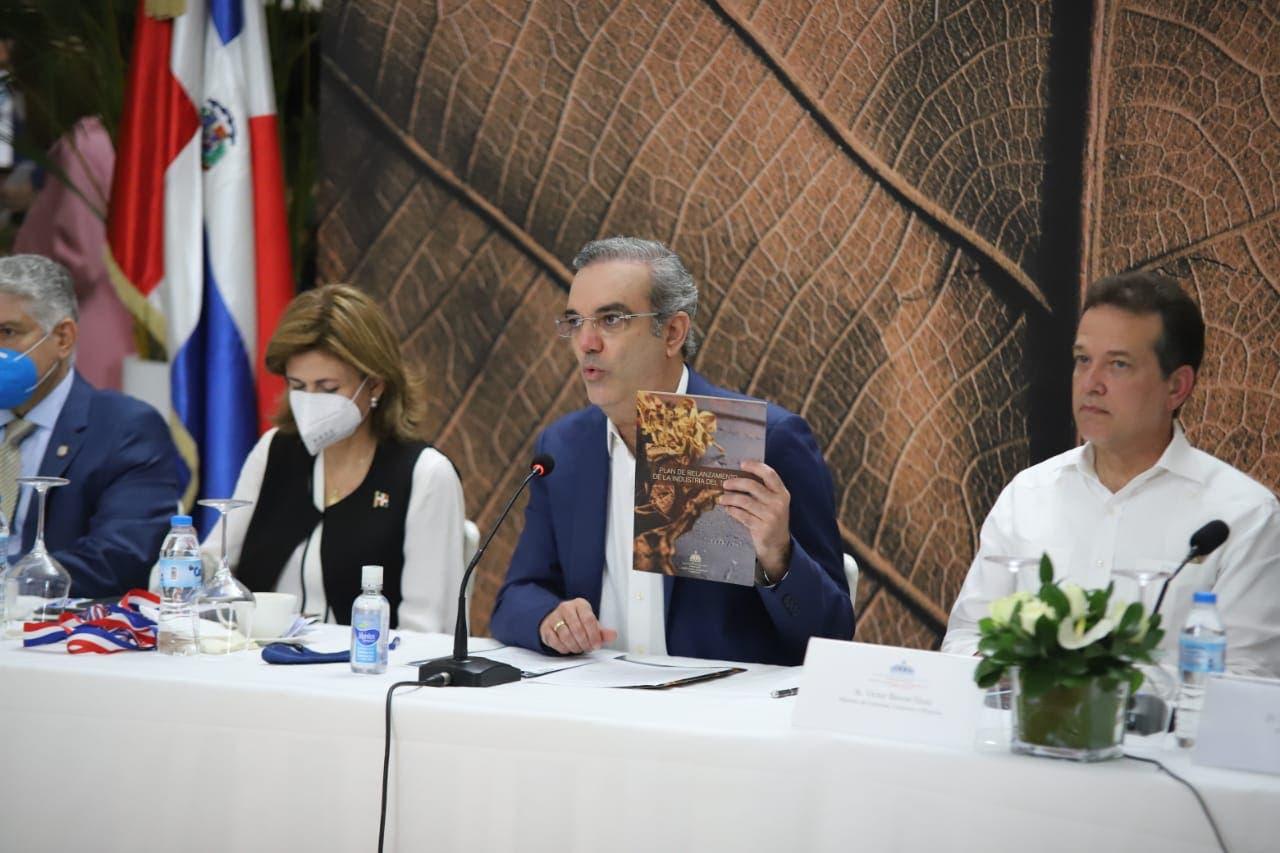 Gobierno relanza la industria del tabaco para entrar a nuevos mercados