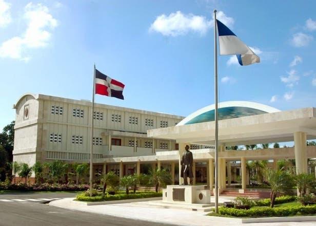 Profesores y autoridades de la UASD reactivan diálogo, pero el paro sigue