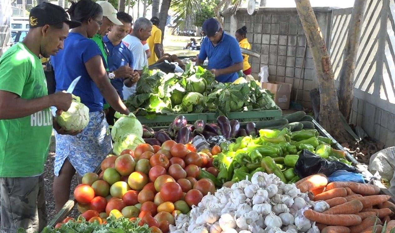 Comerciantes aseguran que existe estabilidad de precios en mercados