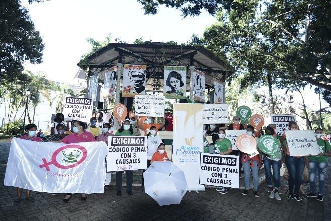Católicos y evangélicos respaldan al presidente Abinader en apoyo a tres causales