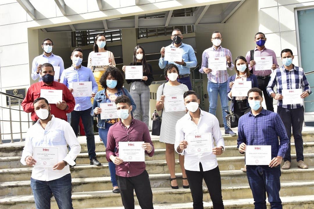 INTEC entrega 37 certificados de concentración en Manufactura de Dispositivos Médicos