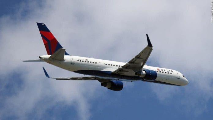 Pasajeros abren a la fuerza puerta de avión se dirigía de NY hacia Atlanta