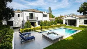 """""""Residente""""  compra una gran mansión"""