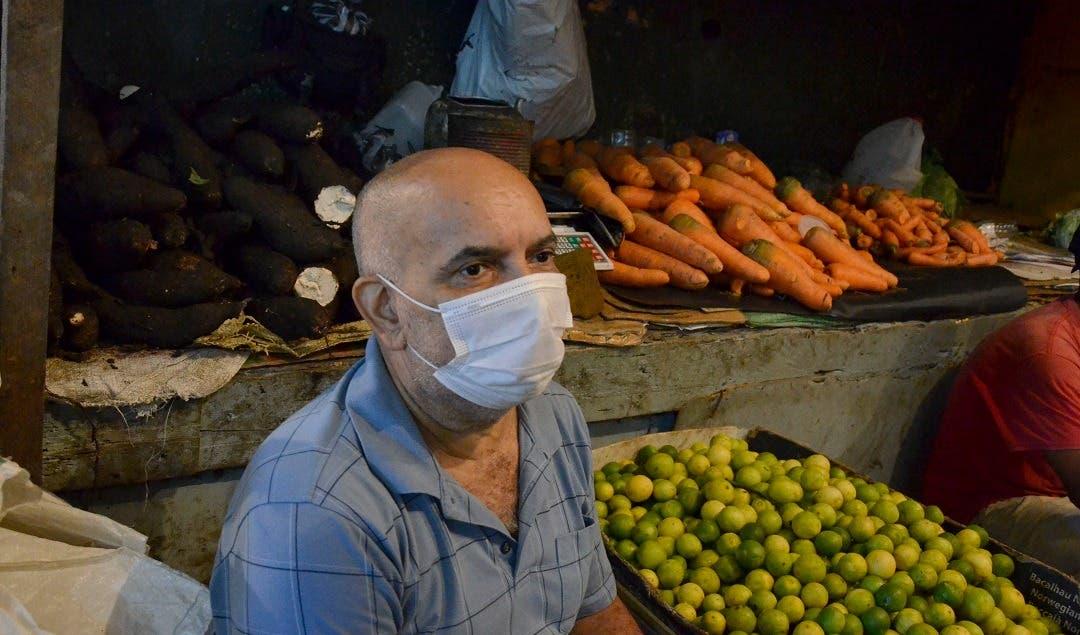 Vendedores de Mercado Nuevo en Villas Agrícolas dicen ventas se mantienen