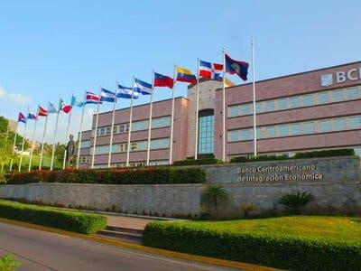 El BCIE concede préstamo y abre oficinas en República Dominicana