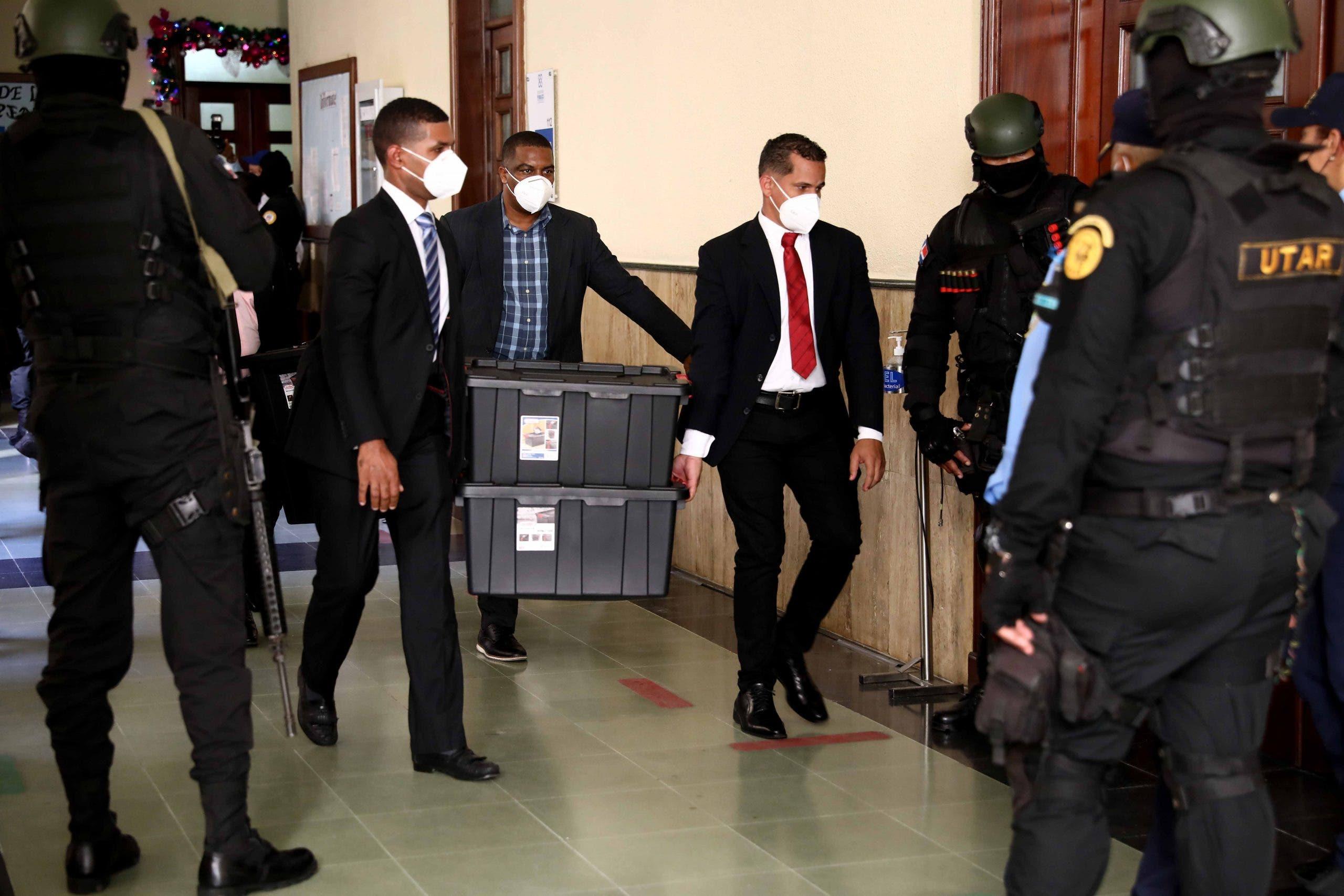 Ministerio Público ocupó RD$ 8 millones y un fusil en apartamento de Suriel Suazo