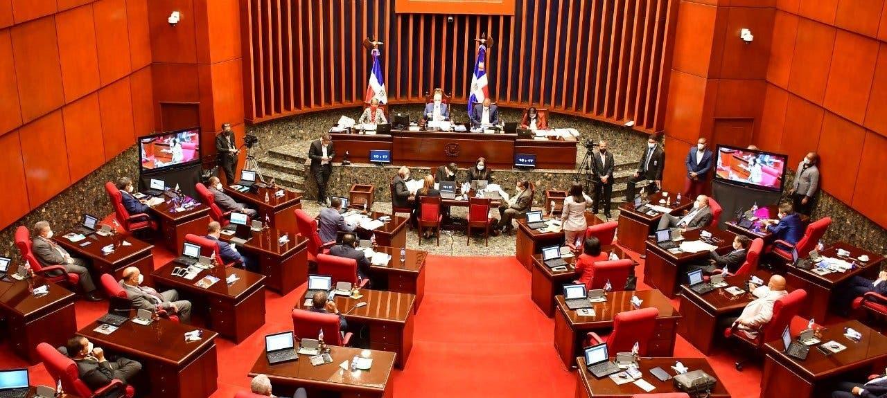 Senado aprueba con modificaciones proyecto que prohíbe matrimonio entre menores de edad