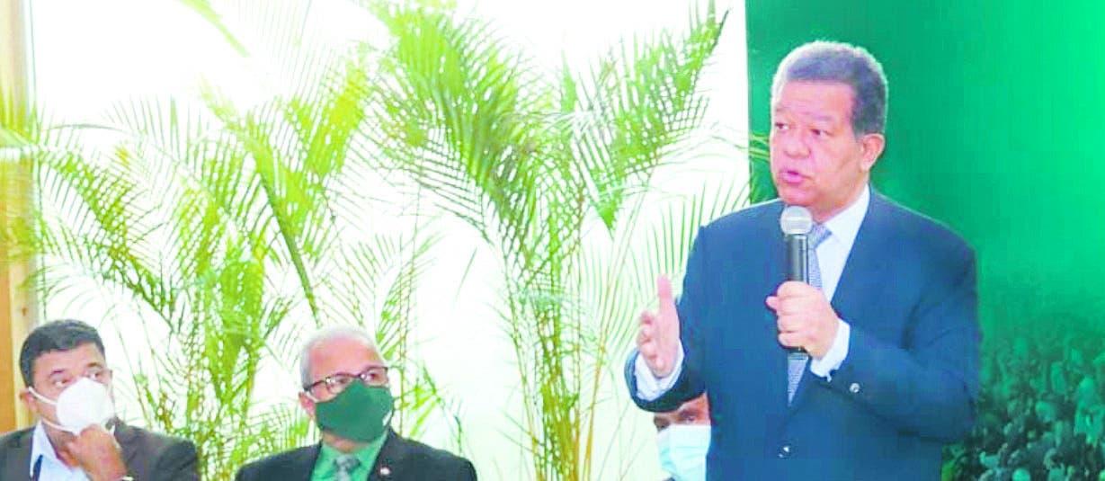 Leonel pide pacto social; Fadul minimiza llamado