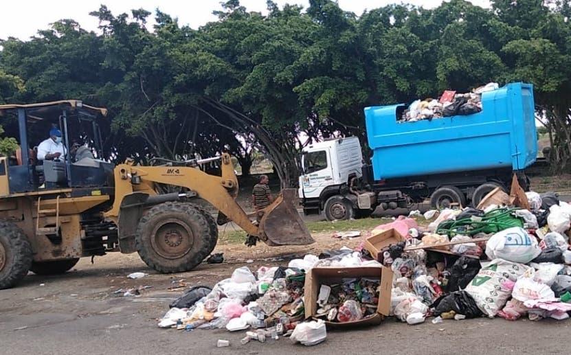 Ayuntamiento SDE promete resolver problema de la basura a partir del próximo lunes