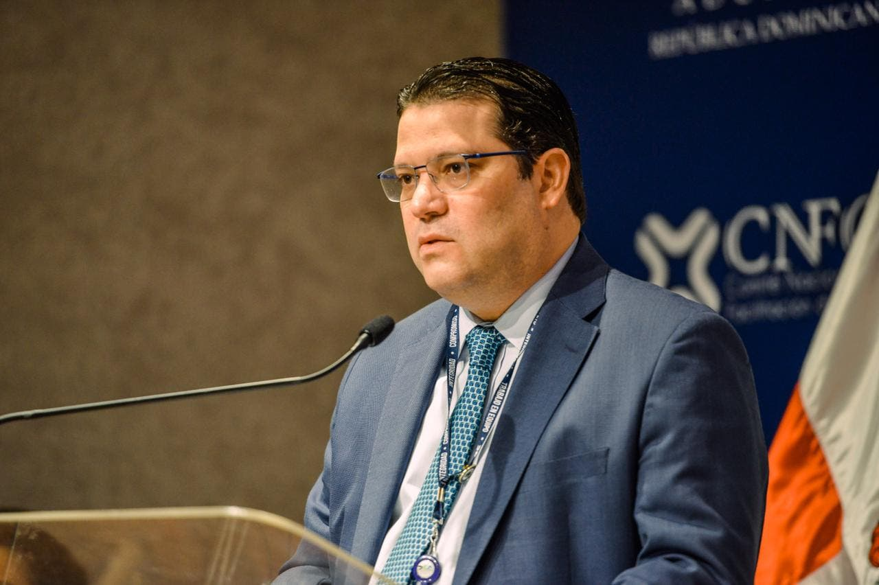 Aduanas promete reducir a 24 horas el retiro de carga de los puertos
