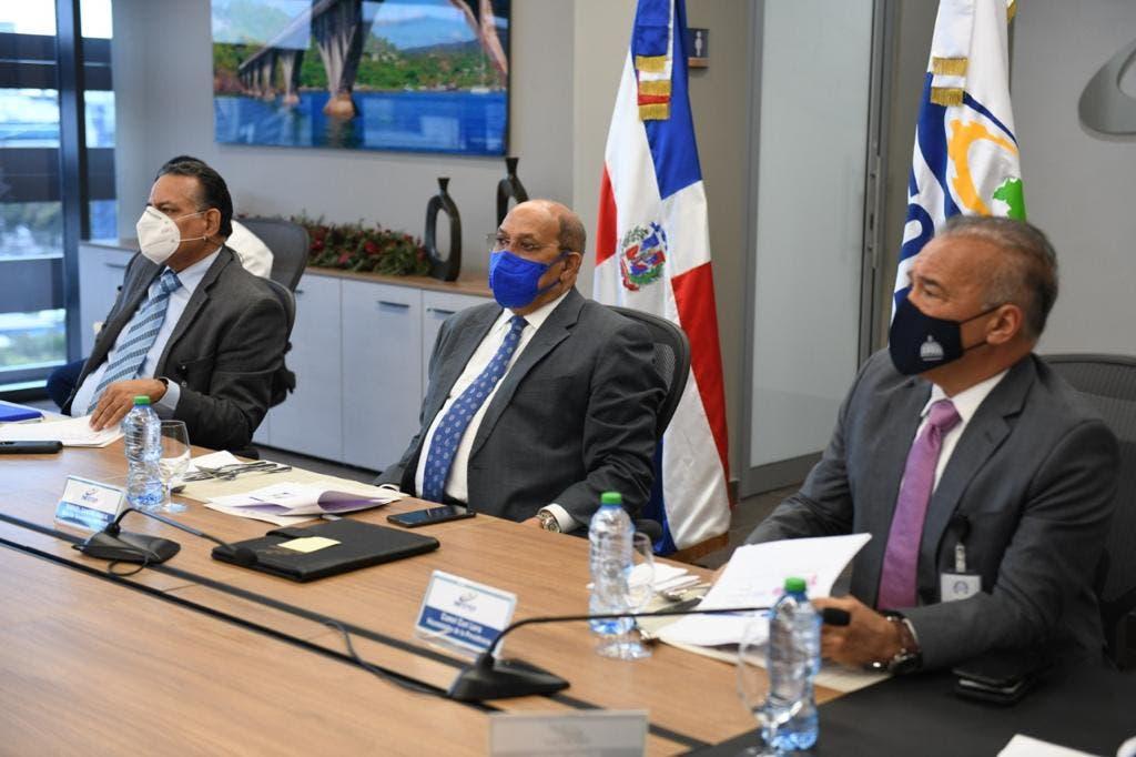 Instituciones coordinan formación para trabajadores de la industria