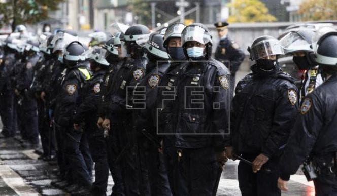 Protestas y falsas amenazas de bomba en Nueva York tras asalto al Capitolio