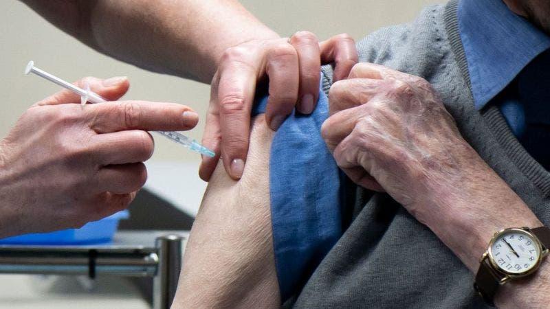 Nueva York empezará a vacunar a mayores de 75 años y trabajadores esenciales