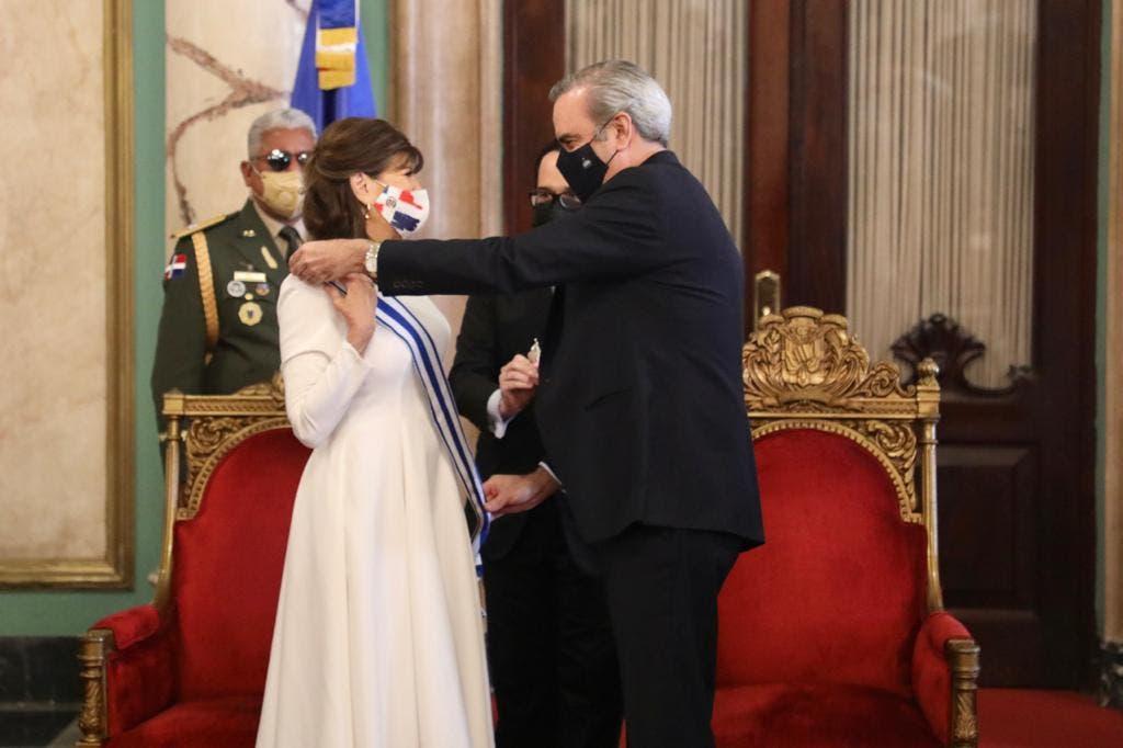 Luis Abinader reconoce a la embajadora de Estados Unidos