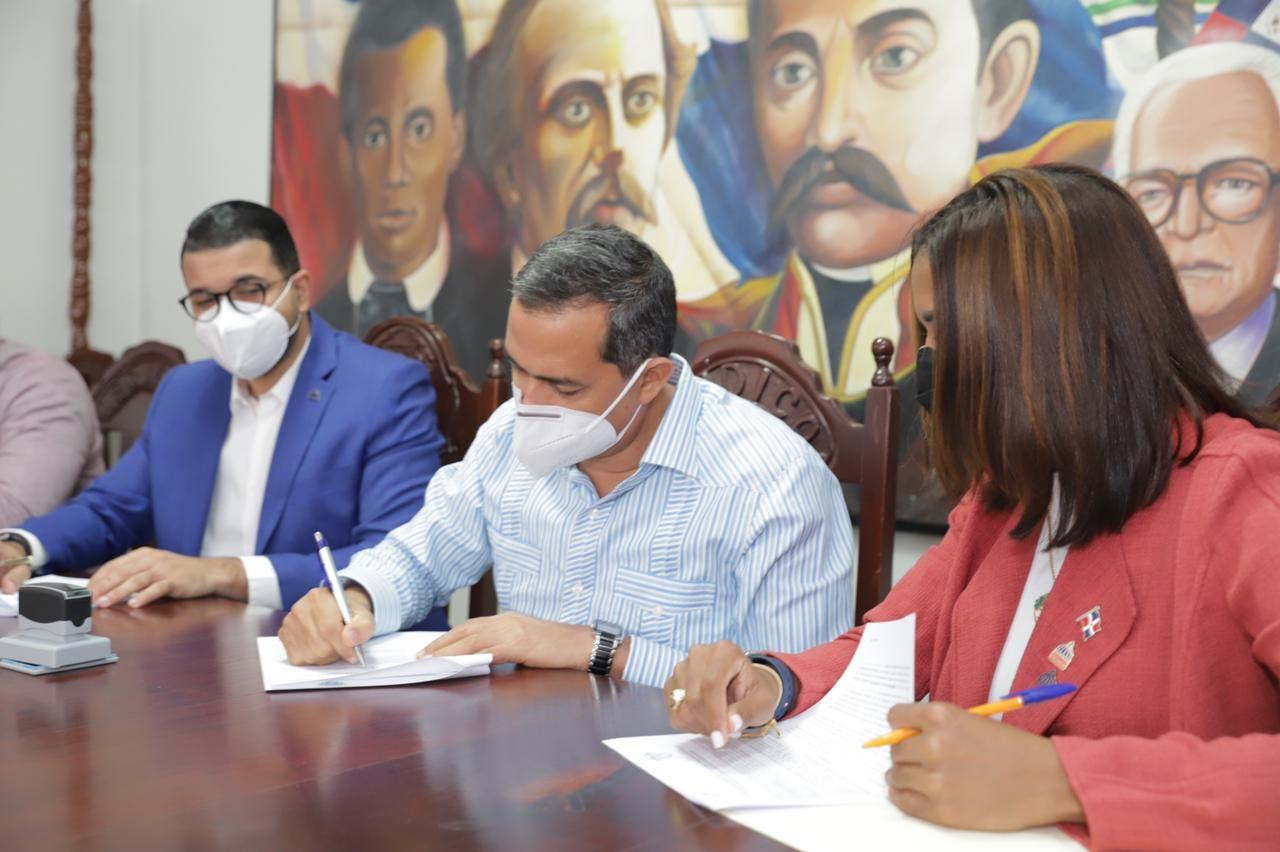Firman convenio para instalar Casa de la Juventud en Haina