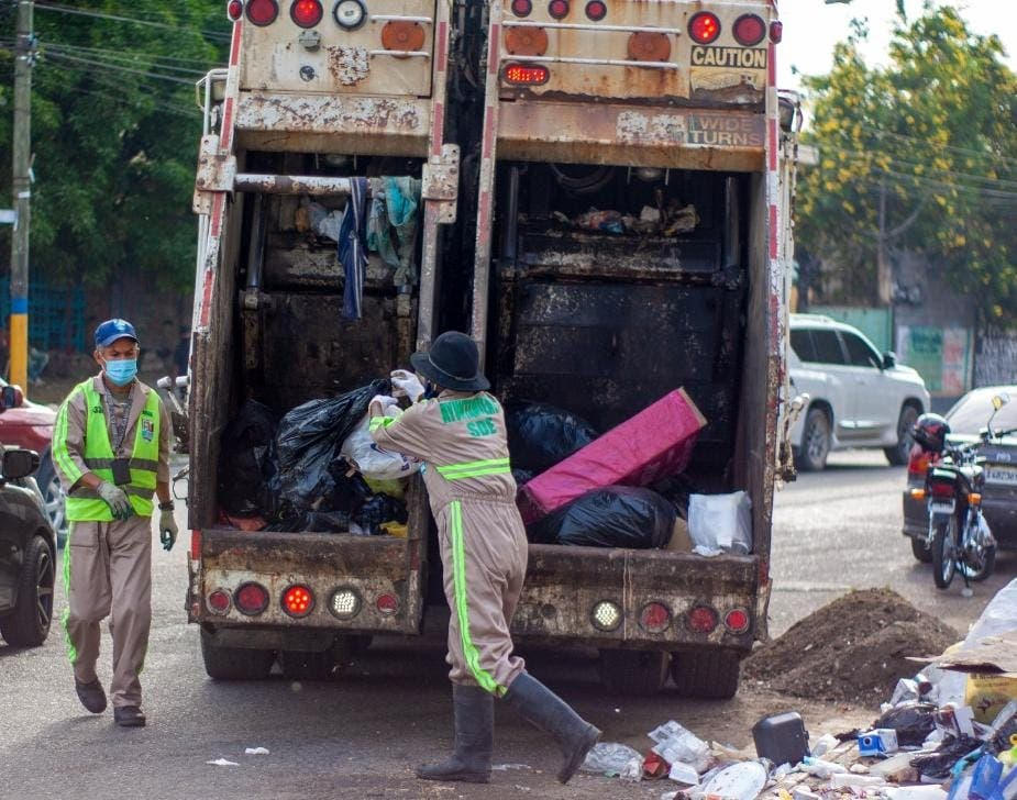 Ayuntamiento de SDE asume control directo de recogida de basura en grandes sectores