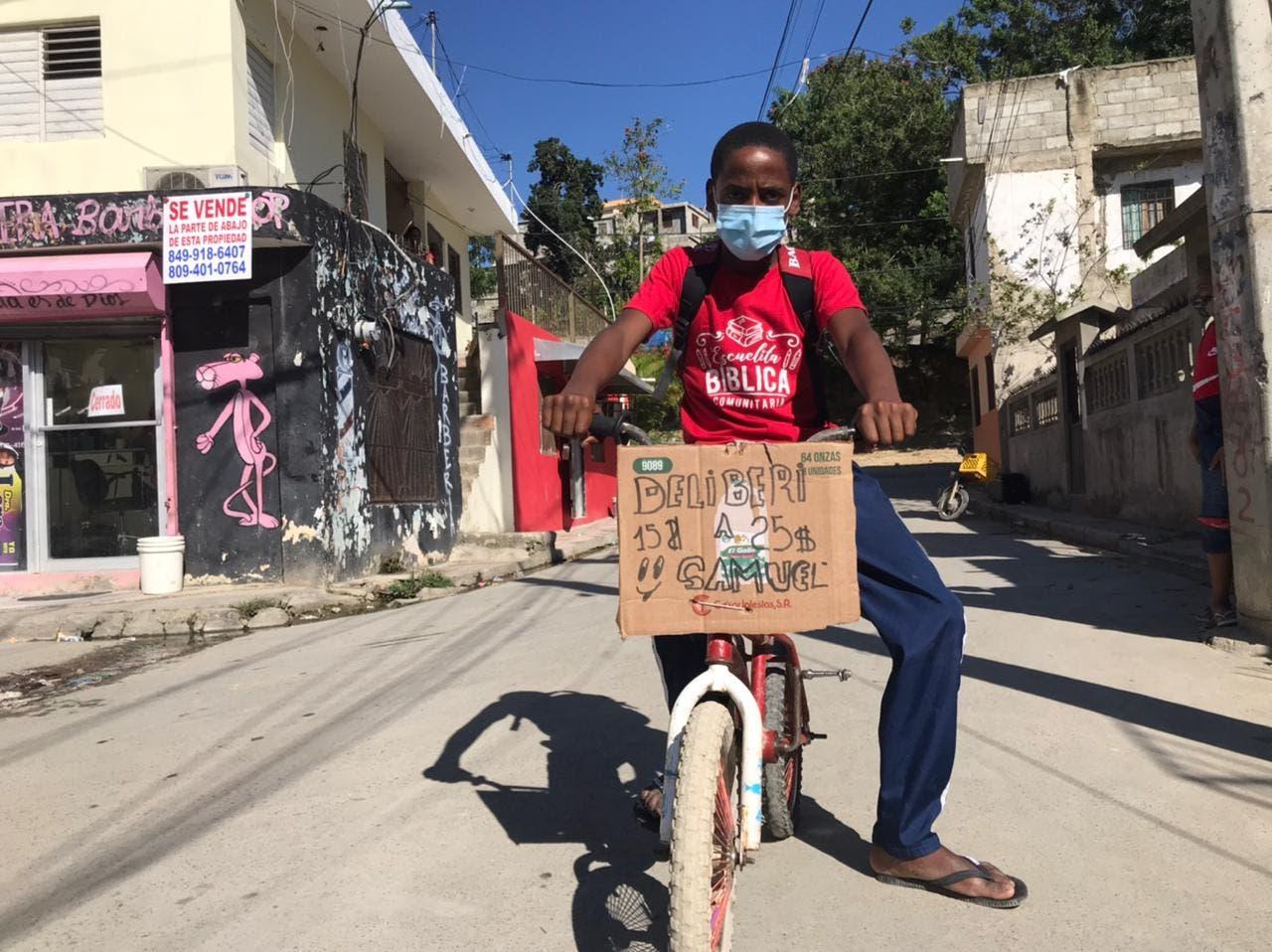 Niño de 12 años encuentra en servicios de delivery la forma de ayudar a su familia