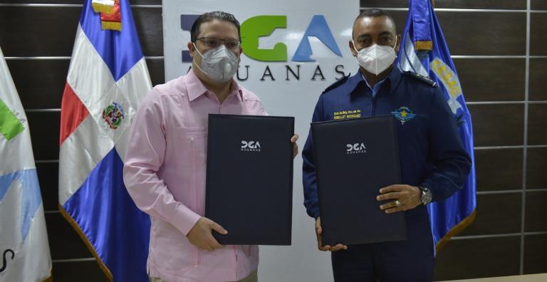 Aduanas y el CESAC firman acuerdo sobre seguridad y control de los aeropuertos