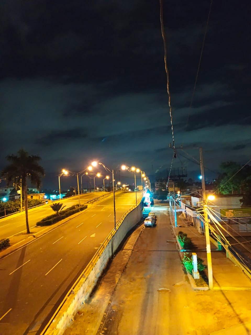 EDE Este rehabilita iluminación de puentes de avenida Quinto Centenario