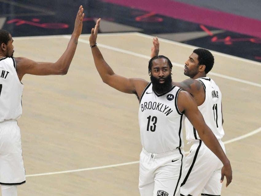 """Clippers y Sixers estrenan liderato; los """"Big 3"""" debutan con derrota"""