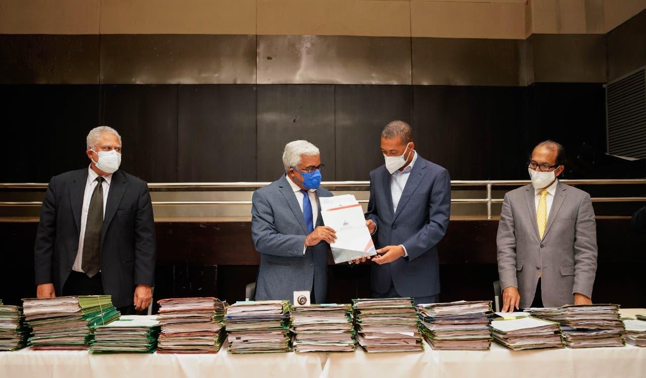 Comisión de Liquidación entrega 51 nuevos proyectos de la OISOE a Obras Públicas