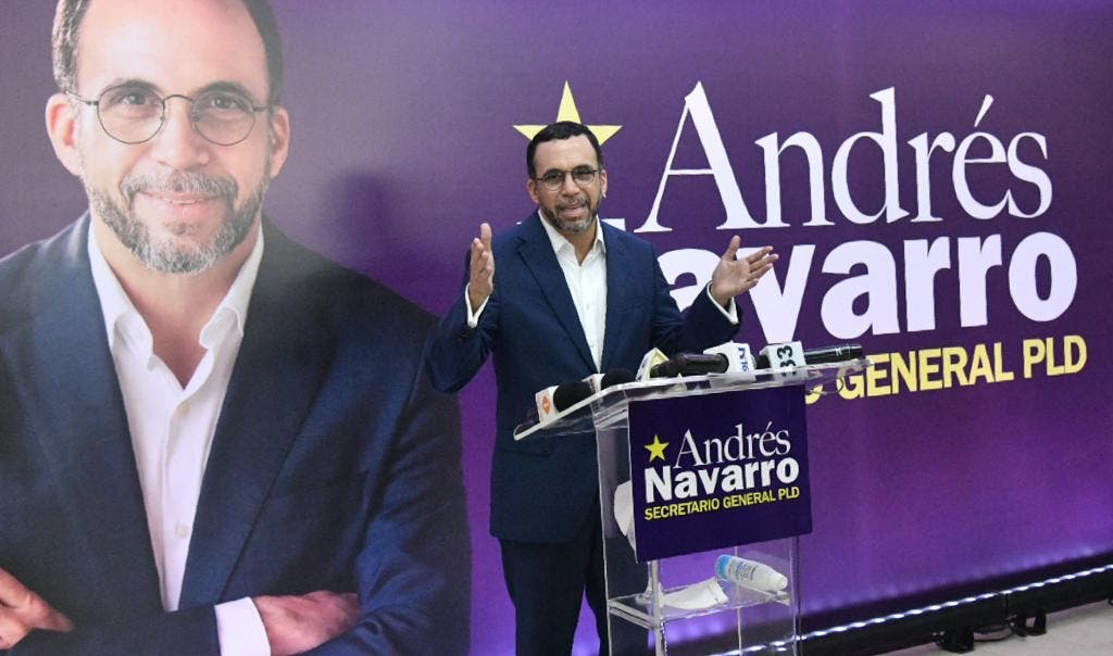 Andrés Navarro presenta candidatura a la secretaría general del PLD